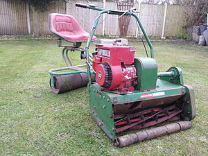 Ransomes, Sims & Jefferies - Ransomes 24 MK3 with trailered seat powered by a 5hp Briggs and Stratton I/C
