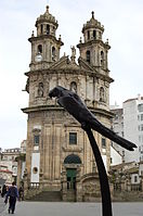 Iglesia de la Peregrina y Loro Ravachol.