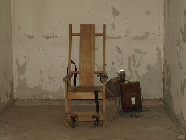 Original Death Chamber at the Red Hat Cell Block at the Louisiana State Penitentiary. The chair is a replica of the original. The Red Hat was closed in the early 1970s. (Photo credit: Wikipedia)