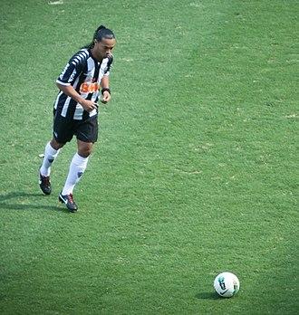 Clube de Regatas do Flamengo–Clube Atlético Mineiro rivalry - Ronaldinho playing for Flamengo in 2011 (left) and for Atlético Mineiro in 2012