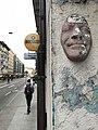 Rue de Lausanne (Genève) - Visage incrusté et enseigne Classiccardinal.JPG
