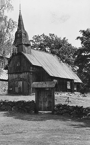Fail:Ruhnu Old Church St. Magdalene, island of Ruhnu, Estonia (4475315687).jpg