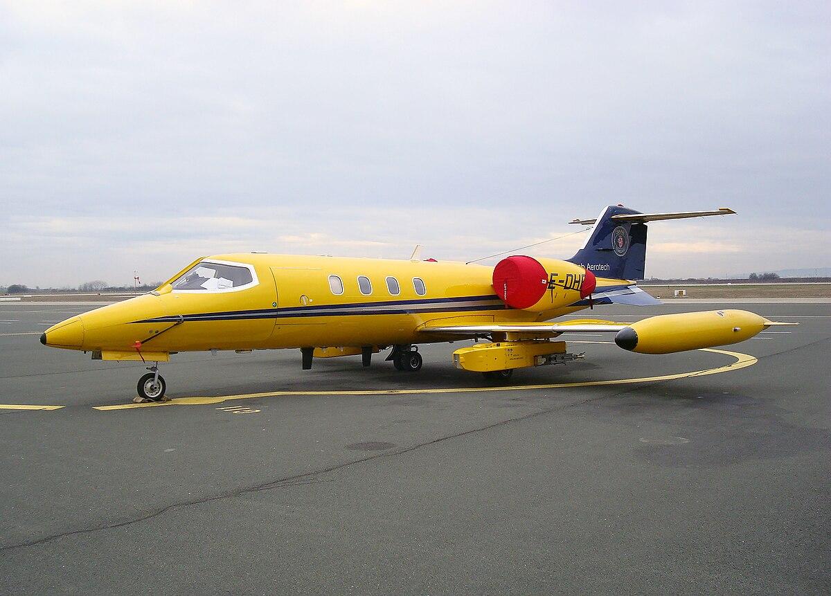File Saab Aerotech Learjet 35a Zagreb Pleso Jpg Wikimedia Commons