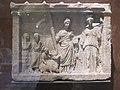 Sacrifice à Déméter et Core (Louvre, Ma 752).jpg