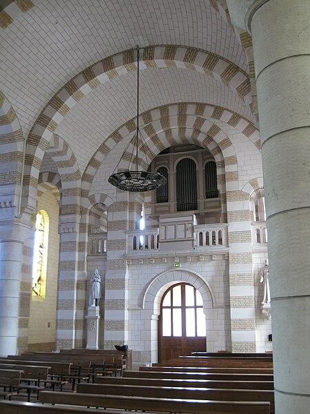 Église Saint-Jean-Baptiste (la nef et l'orgue), Saint-Jean-de-la-Ruelle, Loiret, France