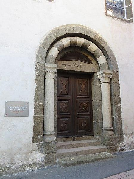 Entrée du musée archéologique Michel-Pomarat à Saint-Paulien (Haute-Loire, France).