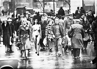 http://upload.wikimedia.org/wikipedia/commons/thumb/9/92/Samoidentyfikacja-1980.jpg/320px-Samoidentyfikacja-1980.jpg
