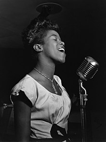Sarah Vaughan proks. aŭguston de 1946. Foto de William P. Gottlieb.