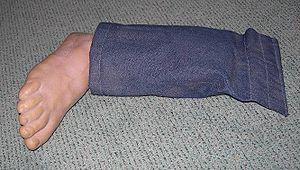 Practical joke device - Fake leg