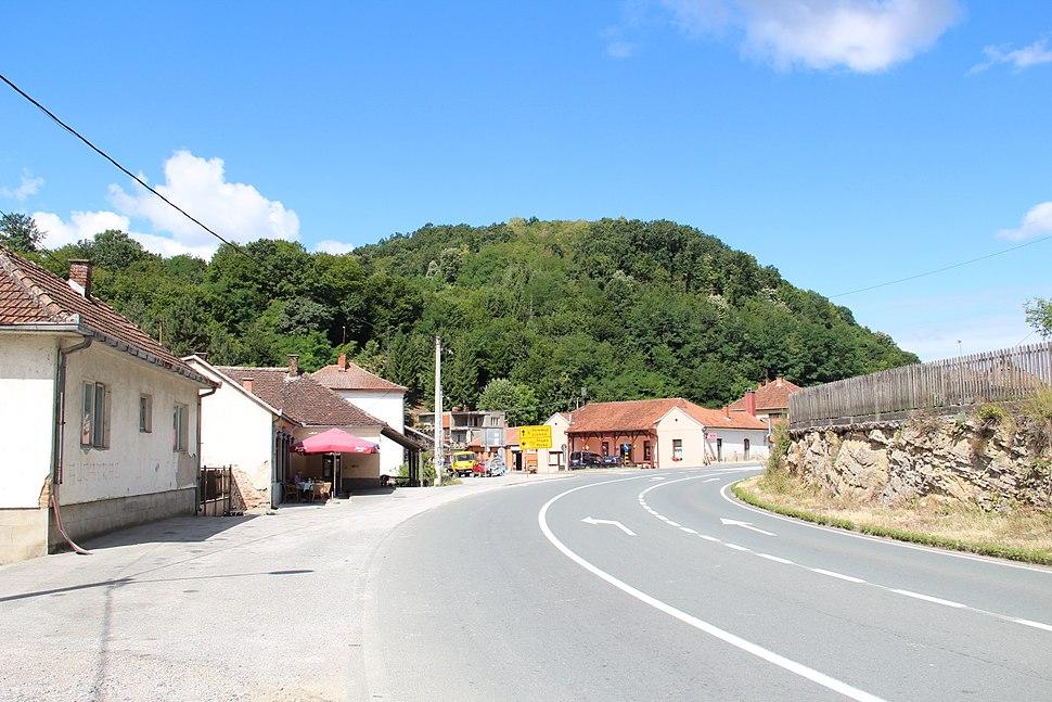 Selo Pričević - opština Valjevo - zapadna Srbija - centar sela 1