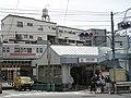 Senzoku-ike Station with train 20060506.jpg