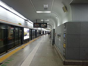Chungmuro Station - Image: Seoul subway Line 3 Chungmuro station platform 20130503