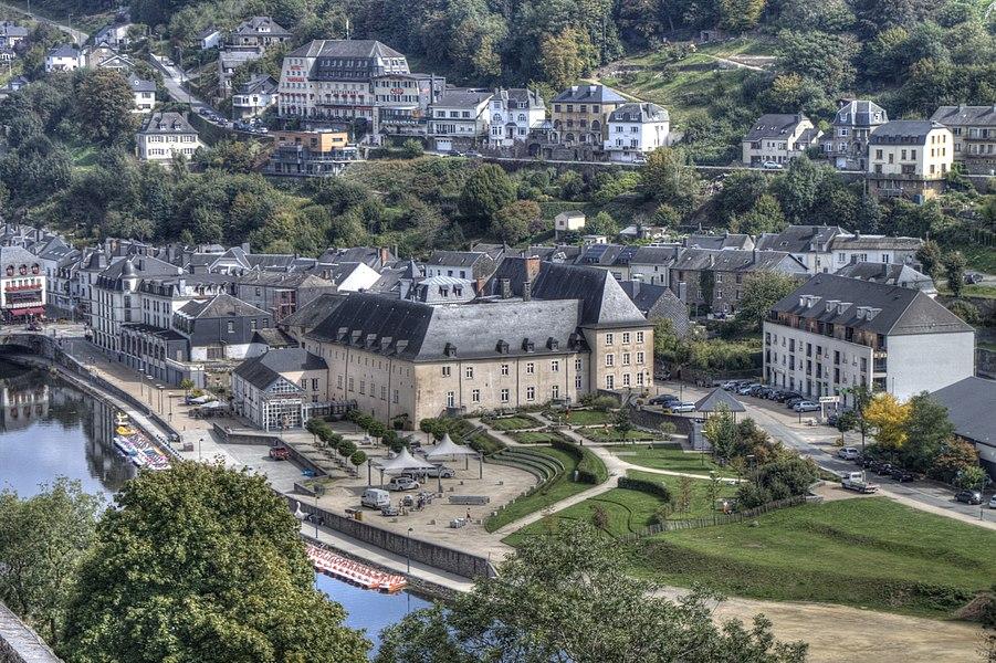 Priorij van de Sépulchrines te Bouillon. Gezien vanaf het kasteel van Godfried van Bouillon.