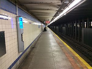 Shepherd Av NYC Subway Station southbound platform.jpg