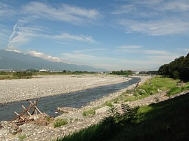 Shingen embankment and Kamanashi River.JPG