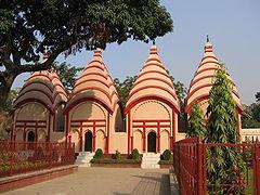 Ŝivao-temploj ene de Dhakeshwari Temple
