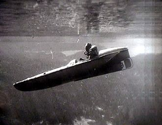 Diver propulsion vehicle - Motorised submersible canoe