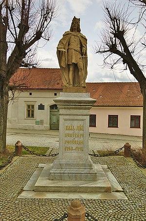 Kunštát - Image: Socha Jiřího z Poděbrad, Kunštát, okres Blansko