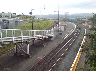 Avondale railway station, Auckland - The old station just prior to demolition at the end of 2008. The new station is located around the bend to the left.