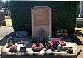 Stèle à la mémoire des personnes qui ont donné leur corps à la science au nouveau cimetière de Villeurbanne.jpg