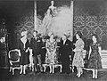 Staatsbezoek Oostenrijk, statiefoto Koninklijk gezin en Dr Scharff, Bestanddeelnr 913-9421.jpg