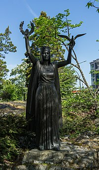 Statue at Confederation Garden Court, Victoria, British Columbia, Canada 07.jpg