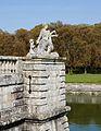 Statue femme autruche Vaux le Vicomte.jpg