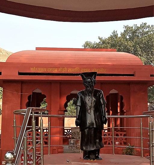Statue of Dashrath Manjhi in front of his memorial at Gehlaur IMG 20191127 145011
