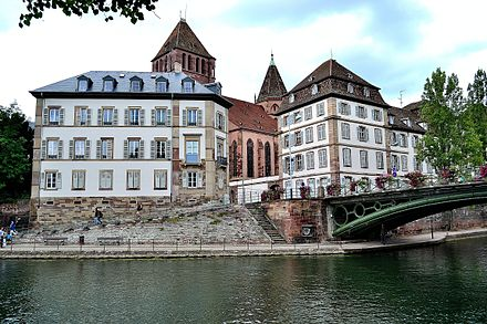 View of the Ill with Eglise Saint-Thomas. Strasbourgriver.jpg