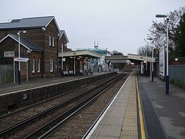 Strawberry Hill stn look south2.JPG