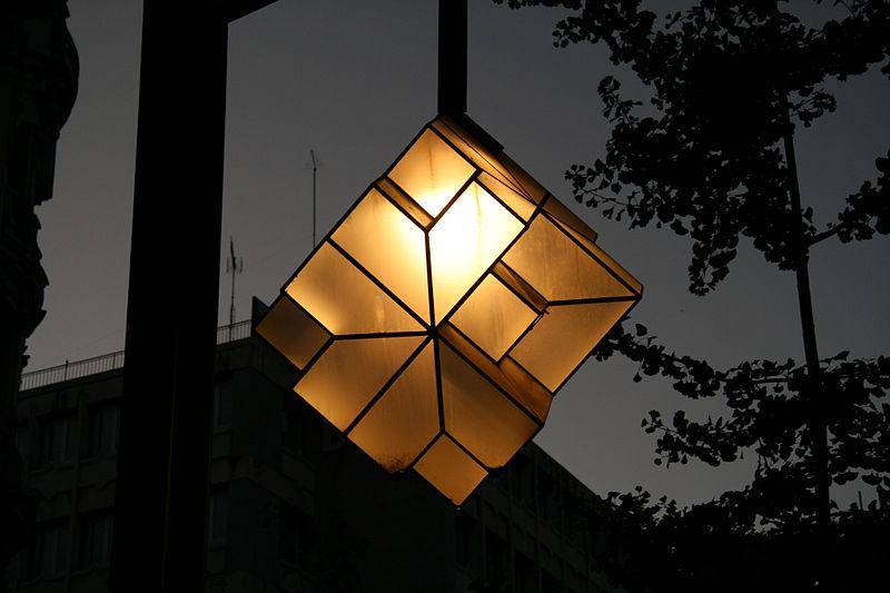 File:Street lights in Granada 2.jpg