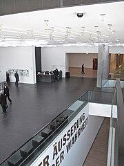 Stuttgart Kunstmuseum Foyer 5.jpg