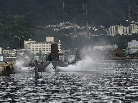 recharging battery (JMSDF) Submarine recharging (JMSDF).jpg