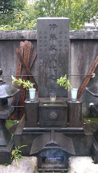 File:Suketakaya Family plot Saikoji 1.jpg