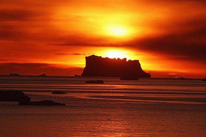 File:Sunset icebergs at Baffin Bay.jpg