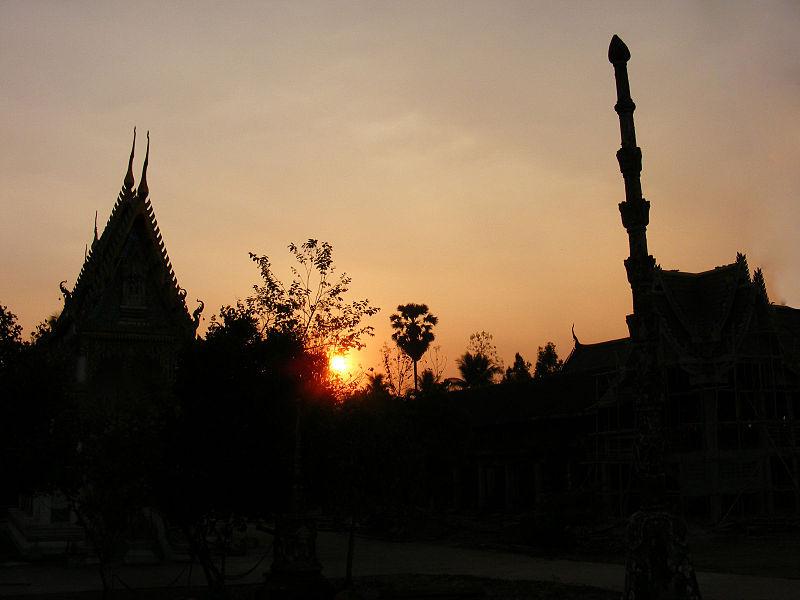 File:Sunset in Wat Khung Taphao 1.jpg