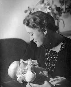 Swedish-opera-soprano-Brita-Hertzberg-with-her-newborn-daughter-Katarina-142436094291.jpg