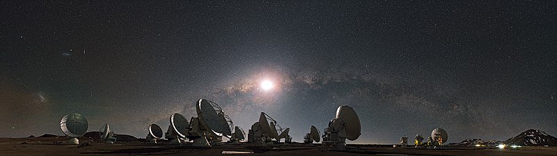 The Moon and the Arc of the Milky Way01.jpg