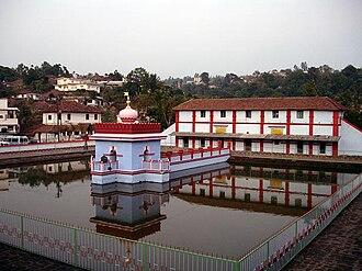Kodagu Kingdom - Image: The temple tank of Omkareshwara Temple of Madikeri