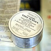 """Tho-radia powder, based on radium and thorium, according to the formula of Dr Alfred Curie""..."