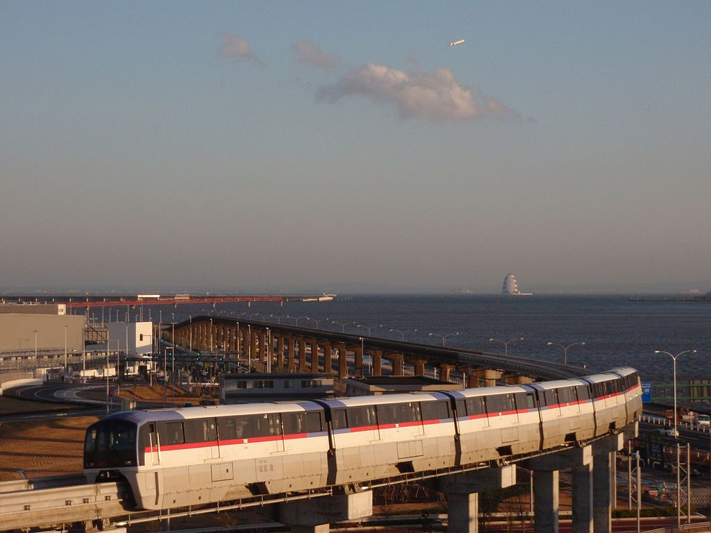 TokyoMonorail 2000 and JAL MD-90 20101203