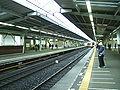 Tokyu-railway-Azamino-station-platform.jpg