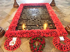 Tomb of the Unknown Warrior - Westminster Abbey - London, England - 9 Nov. 2010.jpg
