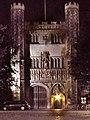 Trinity College, Cambridge, Great Gate (night).jpg
