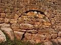 Trockenmauer mit Rundbogen.jpg
