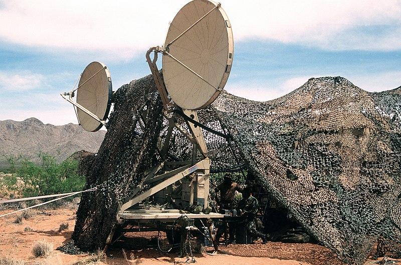 اكبر و اوثق موسوعة للجيش العراقي على الانترنت 800px-Tropo_Scatter_Microwave_System_Antenna