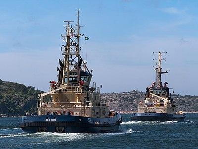 Tugboats Boss and Svitzer Hymer leaving Lahälla