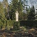 Tuin, beeld op sokkel van Christus als Goede Herder - Steijl - 20341989 - RCE.jpg