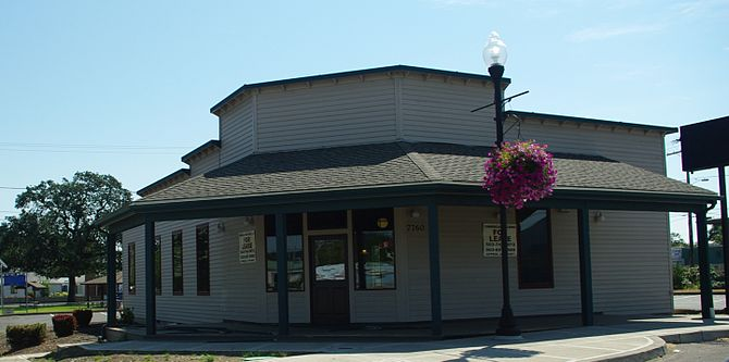 English: Commercial building in Turner, Oregon...