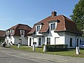 Twee soortgelijke sluiswachterswoningen, Kapitein Fryattstraat 1, Zeebrugge (Brugge).JPG